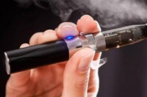 抽电子烟为什么会口干?喉咙会不会痛?