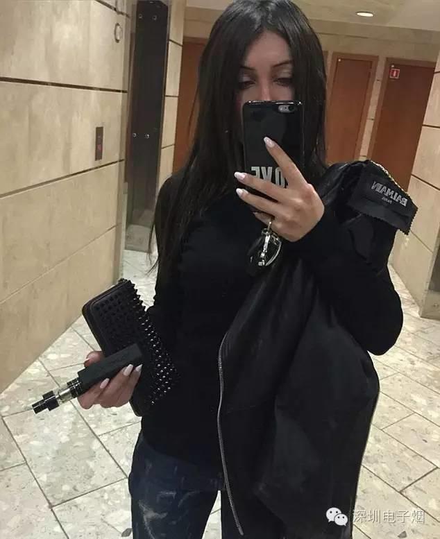 俄罗斯美女富二代用的是什么牌子电子烟?
