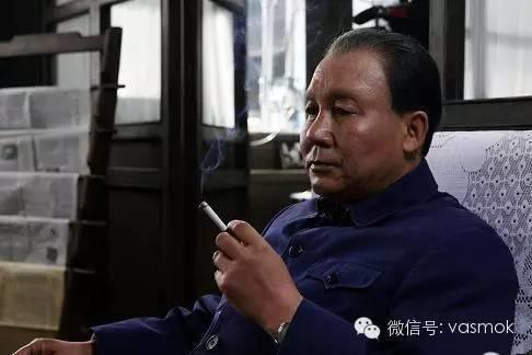 控烟三年戒烟率不减反增一千多万,小平同志当年咋戒烟