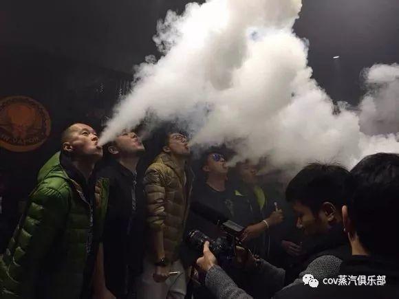 """【VAPE听你说】""""大烟雾VS小烟哪个更好玩?""""""""我选奶茶!"""""""