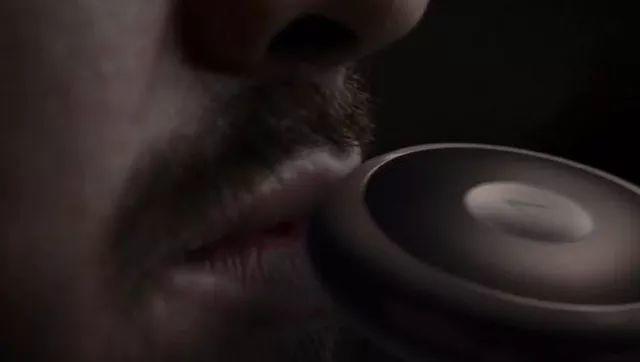 电子烟最牛黑科技出现!舔舔屏就能尝到烟油?